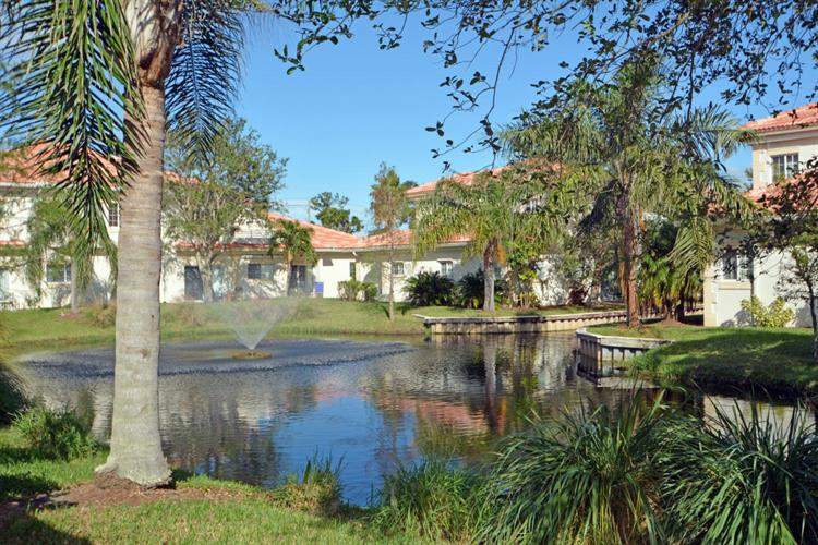 564 7th Square 201, Vero Beach, FL - USA (photo 2)