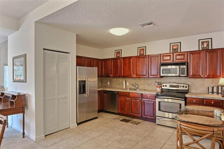 564 7th Square 201, Vero Beach, FL - USA (photo 3)