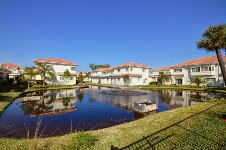 564 7th Square 201, Vero Beach, FL - USA (photo 5)