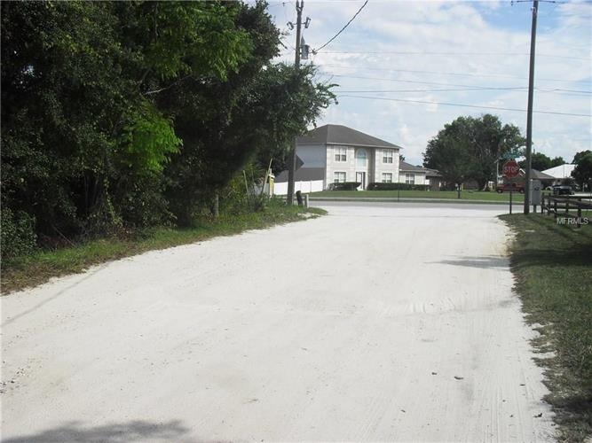 2025 Wiggley Farms Rd, Deltona, FL - USA (photo 2)