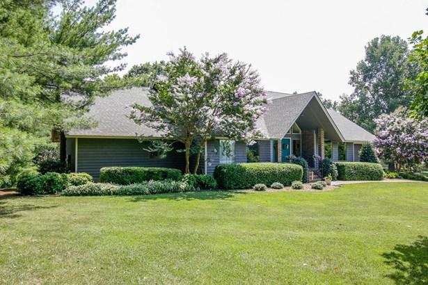135 Hickory Hill Dr, Estill Springs, TN - USA (photo 1)