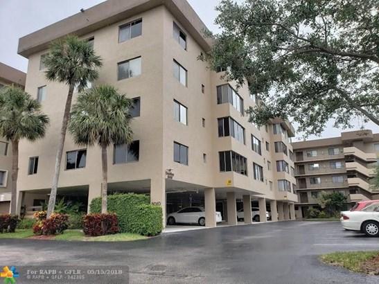 8010 Hampton Blvd #404, North Lauderdale, FL - USA (photo 1)