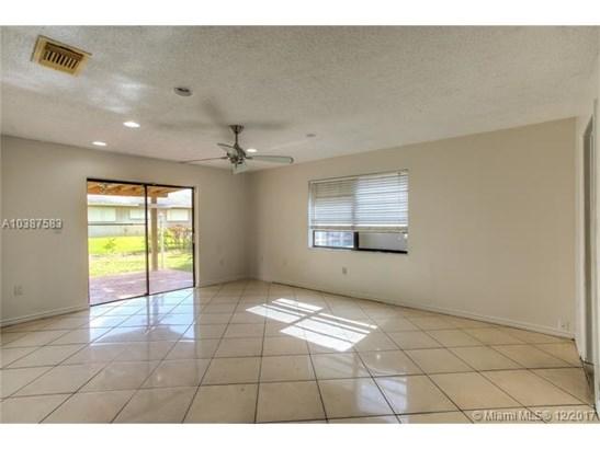6424 Nw 200th St, Hialeah, FL - USA (photo 4)