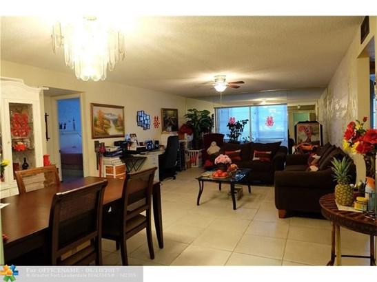Condo/Townhouse - North Lauderdale, FL (photo 1)