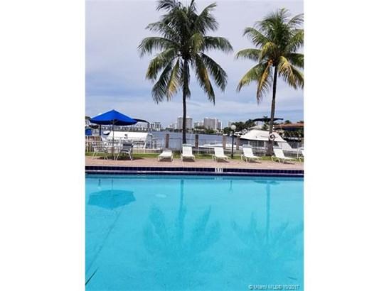 2821 Ne 163rd St, North Miami Beach, FL - USA (photo 1)