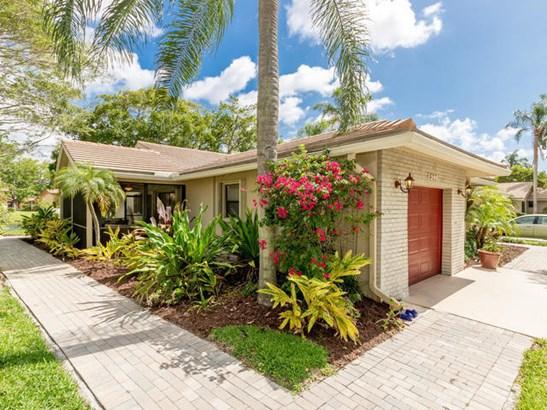 3299 Lake Shore Drive, Deerfield Beach, FL - USA (photo 2)