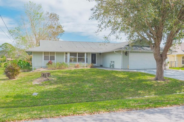 2441 Se Leithgow Street, Port St. Lucie, FL - USA (photo 2)