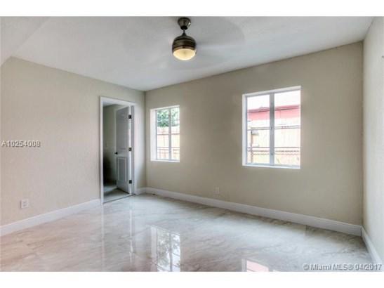Single-Family Home - Hialeah, FL (photo 4)