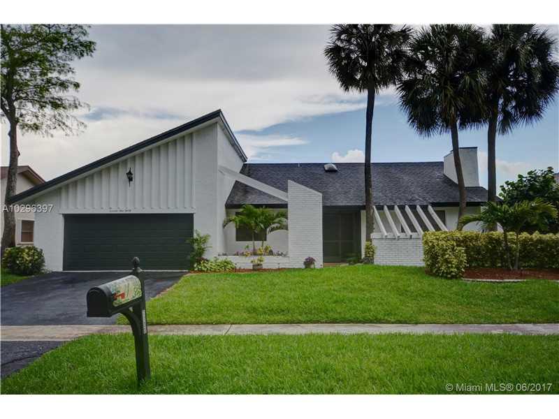 Single-Family Home - Lauderhill, FL (photo 1)