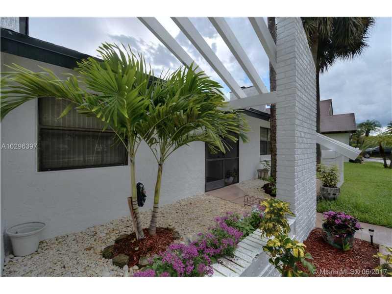Single-Family Home - Lauderhill, FL (photo 2)