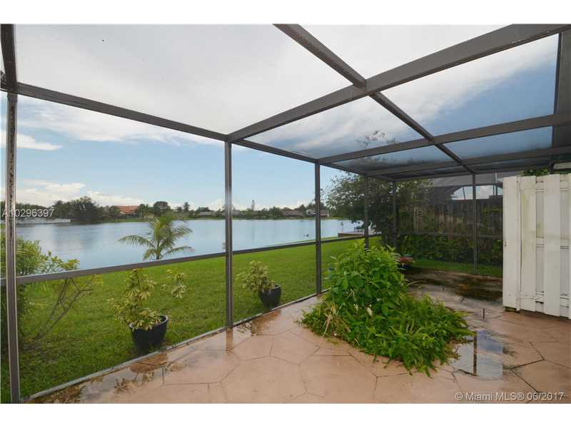 Single-Family Home - Lauderhill, FL (photo 3)