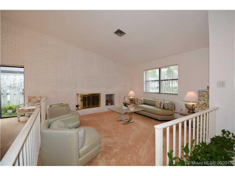 Single-Family Home - Lauderhill, FL (photo 5)