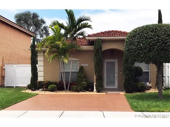 Single-Family Home - Hialeah, FL (photo 1)