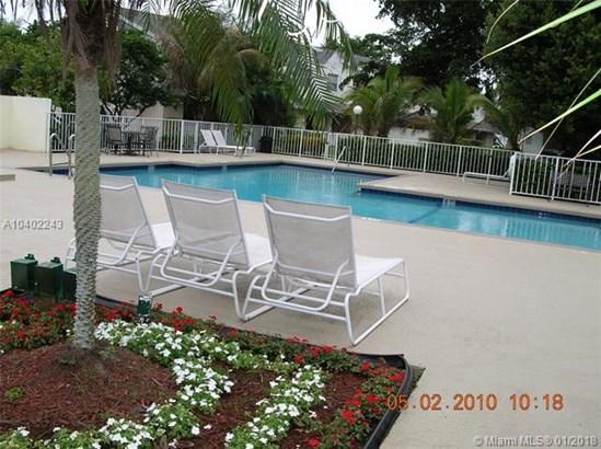 6725 Nw 174th Ter  #j-12, Hialeah, FL - USA (photo 3)