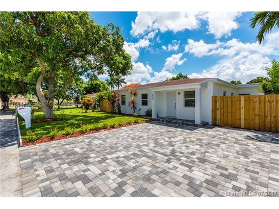 620 E 8th Ln, Hialeah, FL - USA (photo 1)