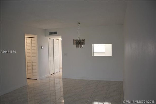 3100 Holiday Springs Blvd  #309, Margate, FL - USA (photo 5)