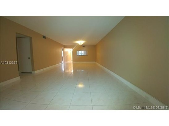 Condo/Townhouse - Coconut Creek, FL (photo 2)
