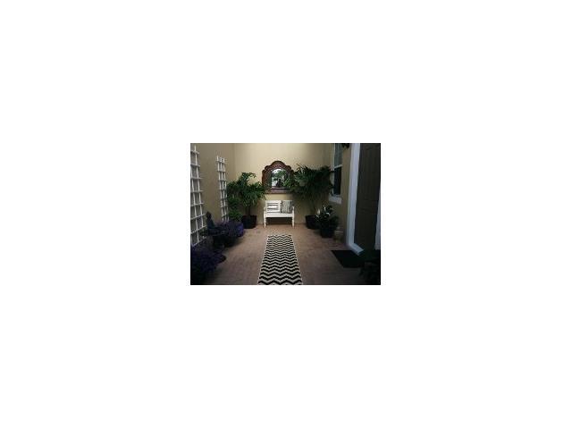 Condo/Townhouse - Pembroke Pines, FL (photo 2)