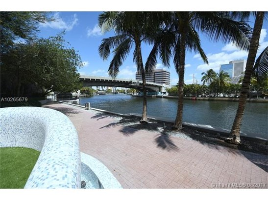 Condo/Townhouse - Miami, FL (photo 2)