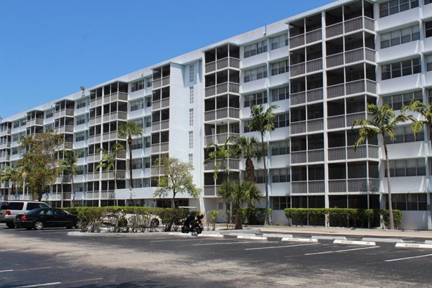 Condo/Townhouse - Miami Gardens, FL (photo 1)