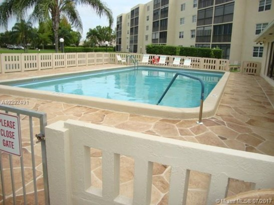 Condo/Townhouse - Dania Beach, FL (photo 2)
