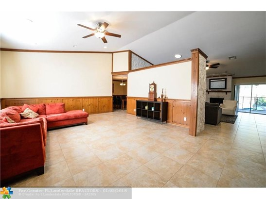 9735 Nw 3rd Mnr, Coral Springs, FL - USA (photo 4)