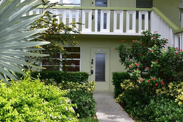 Condo/Townhouse - West Palm Beach, FL (photo 2)