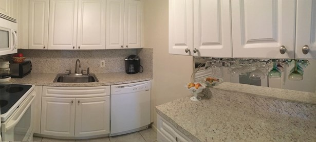 Condo/Townhouse - West Palm Beach, FL (photo 4)