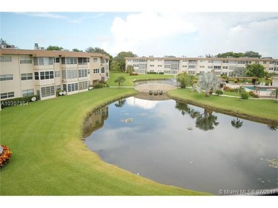 Condo/Townhouse - Lauderdale Lakes, FL (photo 5)