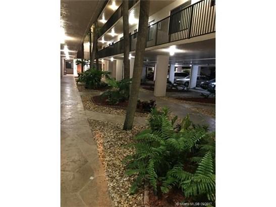 8040 N Hampton Bl, North Lauderdale, FL - USA (photo 2)