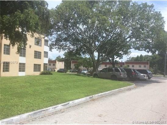 Condo/Townhouse - Lauderhill, FL (photo 2)