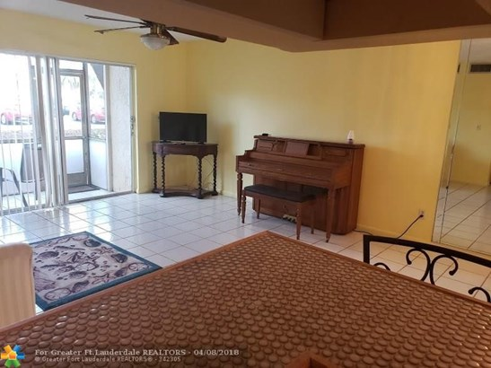 8140 Sw 24th St #104, North Lauderdale, FL - USA (photo 2)