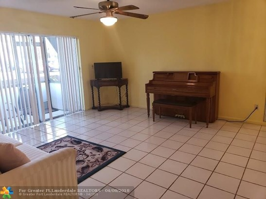 8140 Sw 24th St #104, North Lauderdale, FL - USA (photo 4)