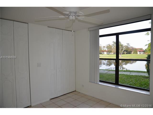 Condo/Townhouse - Lauderhill, FL (photo 5)