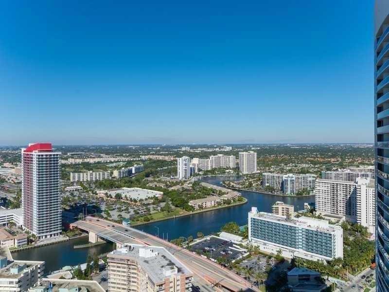 Condo/Townhouse - Hallandale, FL (photo 5)