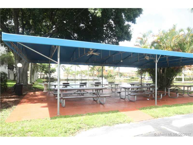 Condo/Townhouse - Tamarac, FL (photo 5)