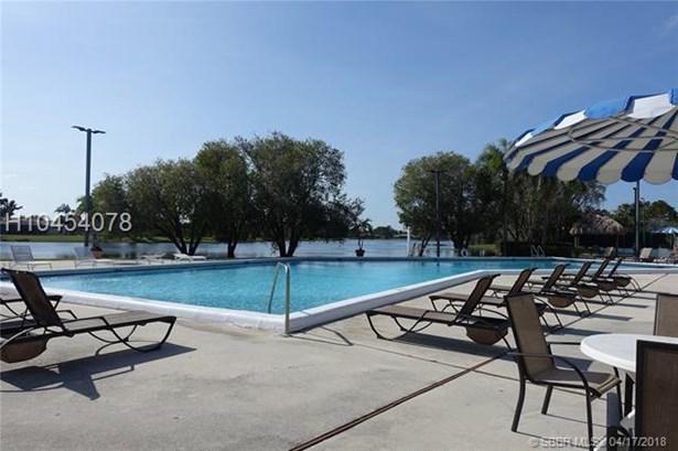 100 Lakeview Dr  #204, Weston, FL - USA (photo 1)