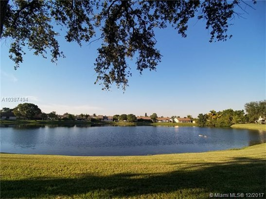 4643 Nw 90th Ave, Sunrise, FL - USA (photo 2)