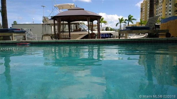 617 Nw 7th St Rd, Miami, FL - USA (photo 1)