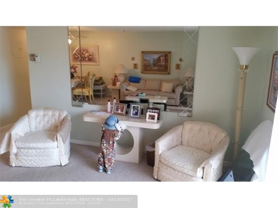 8140 Sw 24th St #206, North Lauderdale, FL - USA (photo 2)