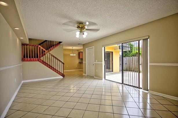 1401 14th Way, West Palm Beach, FL - USA (photo 5)