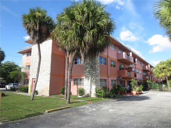 Condo/Townhouse - Miami Gardens, FL (photo 2)