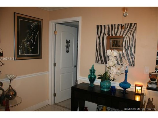 Condo/Townhouse - Margate, FL (photo 3)