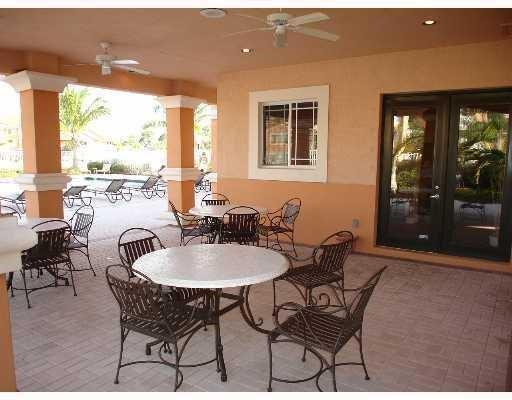 Condo/Townhouse - Port Saint Lucie, FL (photo 4)
