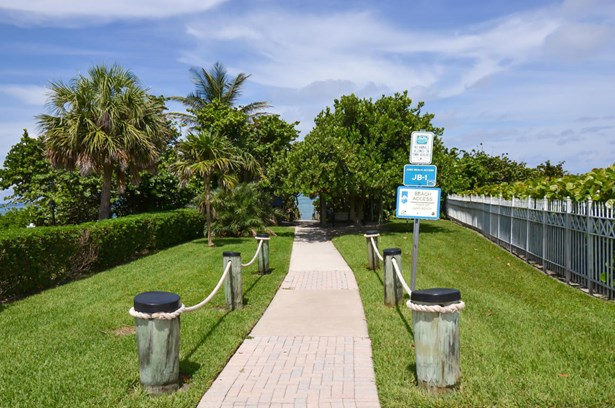 911 Ocean Drive Unit 106, Juno Beach, FL - USA (photo 2)