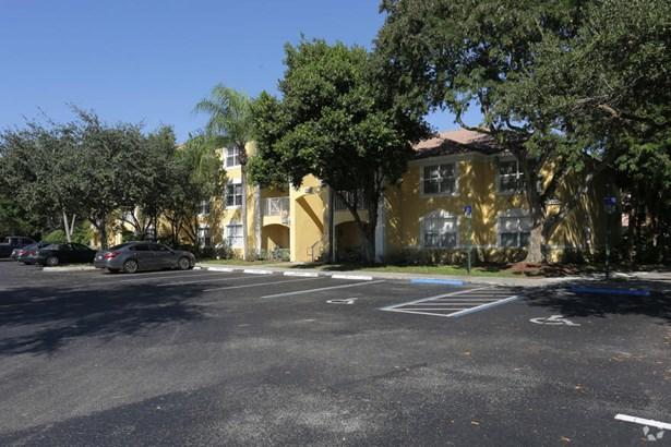 Condo/Townhouse - Coconut Creek, FL (photo 2)