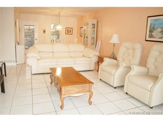 2841 Somerset Dr, Lauderdale Lakes, FL - USA (photo 4)