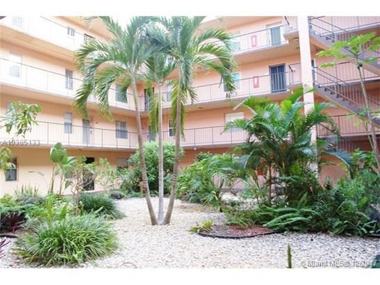 2841 Somerset Dr, Lauderdale Lakes, FL - USA (photo 5)