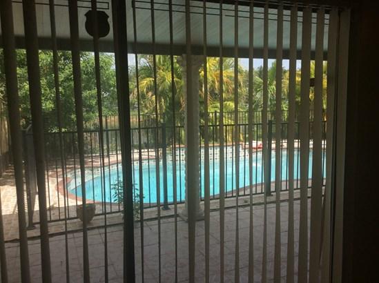 Single-Family Home - Pembroke Pines, FL (photo 4)