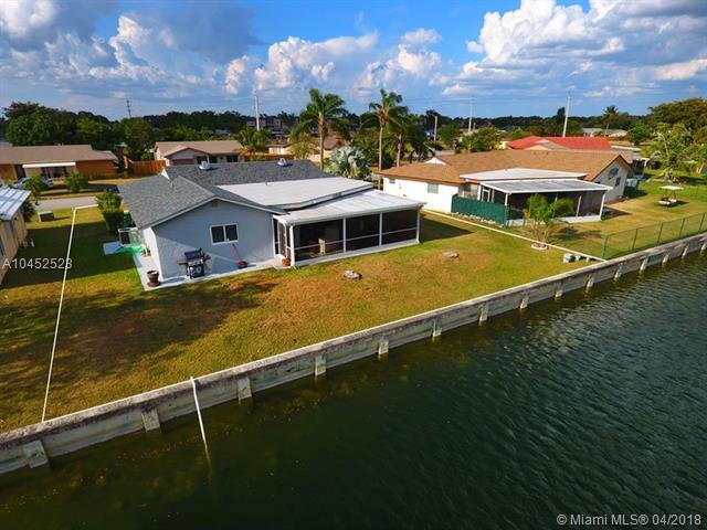 9510 Nw 66th St, Tamarac, FL - USA (photo 2)